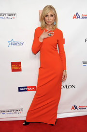 Orange is certainly Judith Light's color! She wore this simple yet elegant floor-length dress with such grace.