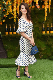 Penelope Cruz continued the ladylike vibe with a pair of navy satin sandals by Charlotte Olympia.