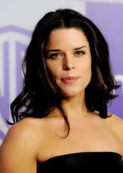 Neve Campbell looked gorgeous in long curls at the Warner Brothers and InStyle Golden Globe After Party.