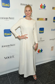 Kelly Rutherford opted for a simple long-sleeve white evening dress when she attended the Brazil Foundation NYC Gala.