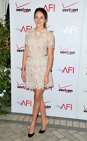 Shailene topped off her fun and flirty dress with black d'orsay pumps.