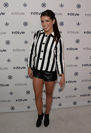 Shenae's leather mini shorts topped off her bold two-toned look.