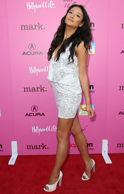 Shay strutted down the red carpet in a pair of curve-detailed, white, open-toed pumps.