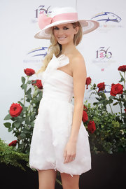 A visit to the Kentucky Derby would be incomplete without a terrific hat. Marisa Miller donned her own magnificent millinery with a big pink bow to boot!