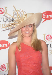 Lindsey Vonn was ready for the Kentucky Derby frenzy with this nude straw hat with loop detailing.