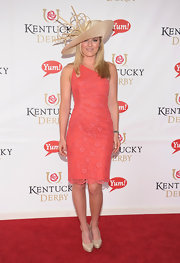 Lindsey Vonn looked totally feminine in this one-shoulder lace frock.