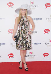 Lindsey Vonn looked lovely at the Kentucky Derby in this pleated floral dress.