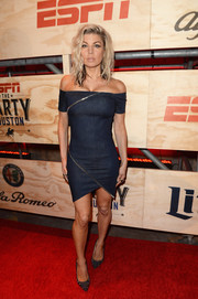 Fergie looked oh-so-cool in a zip-embellished off-the-shoulder denim dress by RtA at the ESPN The Party.