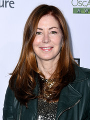 Dana Delany wore her hair loose with a shallow side part and feathery ends at the Oscar Wilde Awards.