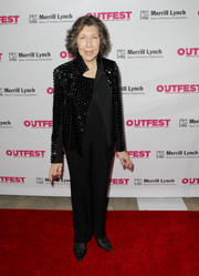 Lily Tomlin completed her outfit with basic black trousers.