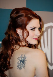 Alexandra Breckenridge showed off her back shoulder tattoo of the letter N at the InStyle Golden Globe's after-party.