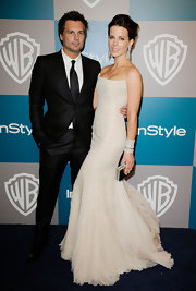 Kate Beckinsale added shine to her striking gown with a mirrored box clutch.