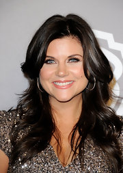 Tiffani Thiessen wore her long hair in feathered layers at the InStyle Golden Globes after-party.