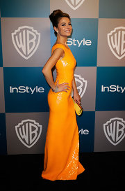 Maria Menounos embraced citrus hues at the Golden Globes, pairing her bright yellow dress with a matching frame clutch.