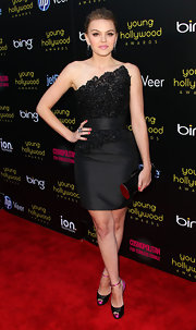 Aimee Teegarden added an unexpected girly finish to her strapless dress with black and pink satin peep toe cut-out sandals.