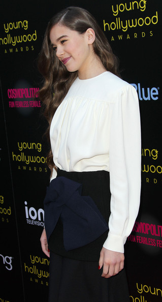 More Pics of Hailee Steinfeld Pumps (1 of 7) - Hailee Steinfeld Lookbook - StyleBistro