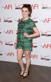 Maisie Williams completed her easygoing ensemble with a pair of chunky-heeled black sandals.