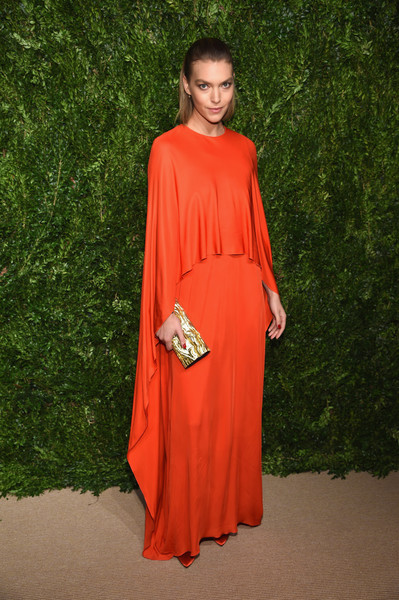 Arizona Muse's gold clutch worked beautifully with her red gown!
