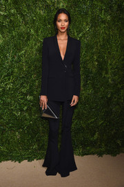 Lais Ribeiro styled her suit with a geometric silver clutch.