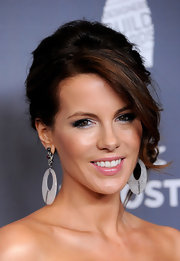 Kate Beckinsale attended the 14th Annual Costume Designers Guild Awards wearing a shimmering pink lipstick.