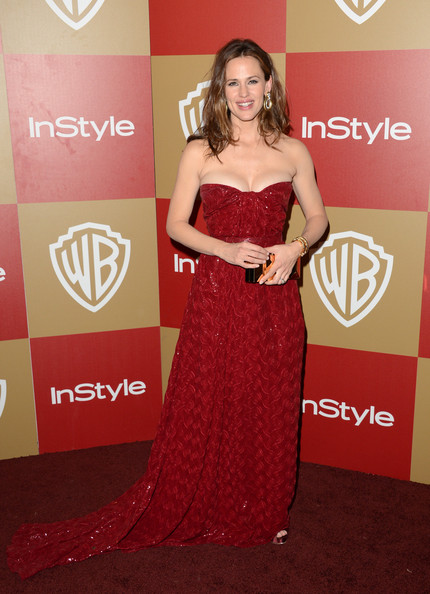 More Pics of Jennifer Garner Long Curls (1 of 10) - Jennifer Garner Lookbook - StyleBistro