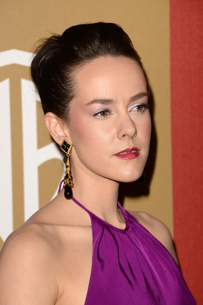 Jena Malone wore her hair in a pompadour at the 2013 Warner Bros. and InStyle Golden Globes after-party.