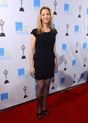The only embellishment in Lisa Kudrow's ensemble came from her bow-adorned platform peep-toes.