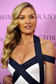 Candice Swanepoel accentuated her full lips with rosy lip gloss.