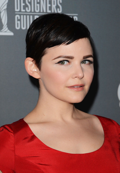 Ginnifer Goodwin styled her raven pixie in a short side-swept style.