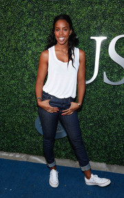 Kelly Rowland teamed her top with cuffed skinny jeans.