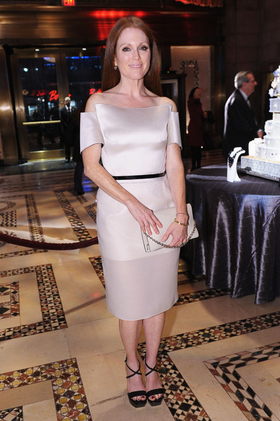More Pics of Julianne Moore Off-the-Shoulder Dress (1 of 20) - Off-the-Shoulder Dress Lookbook - StyleBistro