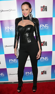 Jessica Sutta paired her leather top with contrasting textureed skinny pants at a pre-Grammy event.