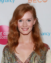 Kimberly Van Der Beek showed off her lovely red locks with a wavy 'do.