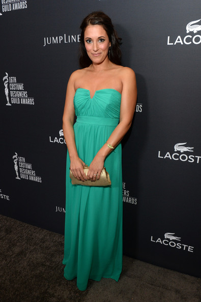 Angelique Cabral complemented her gown with an elegant metallic-gold frame clutch.