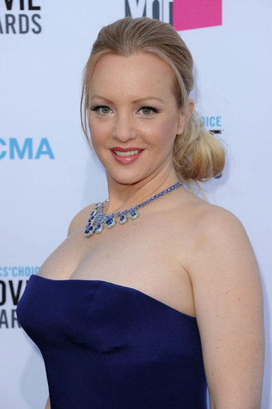 Wendi McLendon-Covey wore her hair in a loose side-swept chignon at the 17th Annual Critics' Choice Movie Awards.
