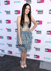 At the Critics' Choice Awards, Isabelle Fuhrman topped off her eclectic cocktail frock with cream strappy sandals.