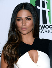Camila Alves looked downright beautiful wearing this long center-parted 'do with wavy ends at the Hollywood Film Awards.