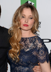 Julie Delpy attended the Hollywood Film Awards looking sexy-glam with this long wavy 'do.