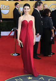 Julianna Margulies added glamour to her SAG Awards look with a black satin clutch trimmed in gold.