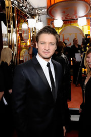 Jeremy looked refined at the SAG Awards in a sleek black suit and skinny tie.