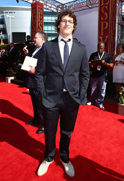 Andy Samberg showed off his red carpet style at the ESPY Awards in a charcoal grey suit.