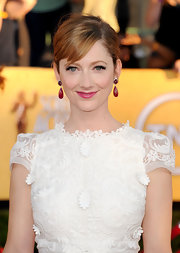 Judy Greer attended the 18th Annual SAG Awards wearing a pair of one-of-a-kind rubellite earrings.