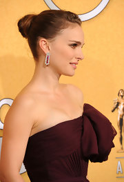 Natalie Portman wore her hair in a classic bun at the 18th Annual SAG Awards.