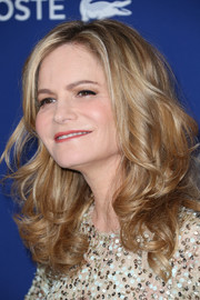 Jennifer Jason Leigh looked fab with her bouncy curls at the Costume Designers Guild Awards.