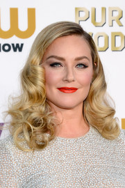 Elisabeth Rohm topped off her ultra-glam look with a swipe of bright red lipstick.