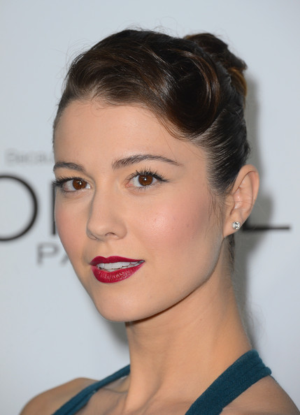 More Pics of Mary Elizabeth Winstead Retro Updo (1 of 17) - Mary Elizabeth Winstead Lookbook - StyleBistro