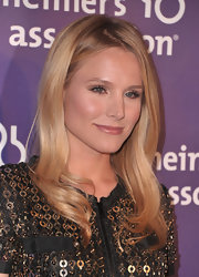 Kristen Bell kept her look sleek and simple with straight polished locks. Long layered bangs framed her face.