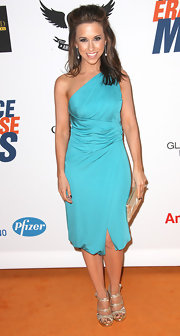 This one-shoulder cocktail dress was classically elegant on Lacey Chabert. The Tiffany blue looked exquisite on her.