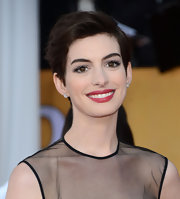 Anne Hathaway rocked some bold berry lips at the 2013 SAG Awards.