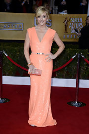 Jane Krakowski was just peachy in this glittering V-neck dress at the SAG Awards.
